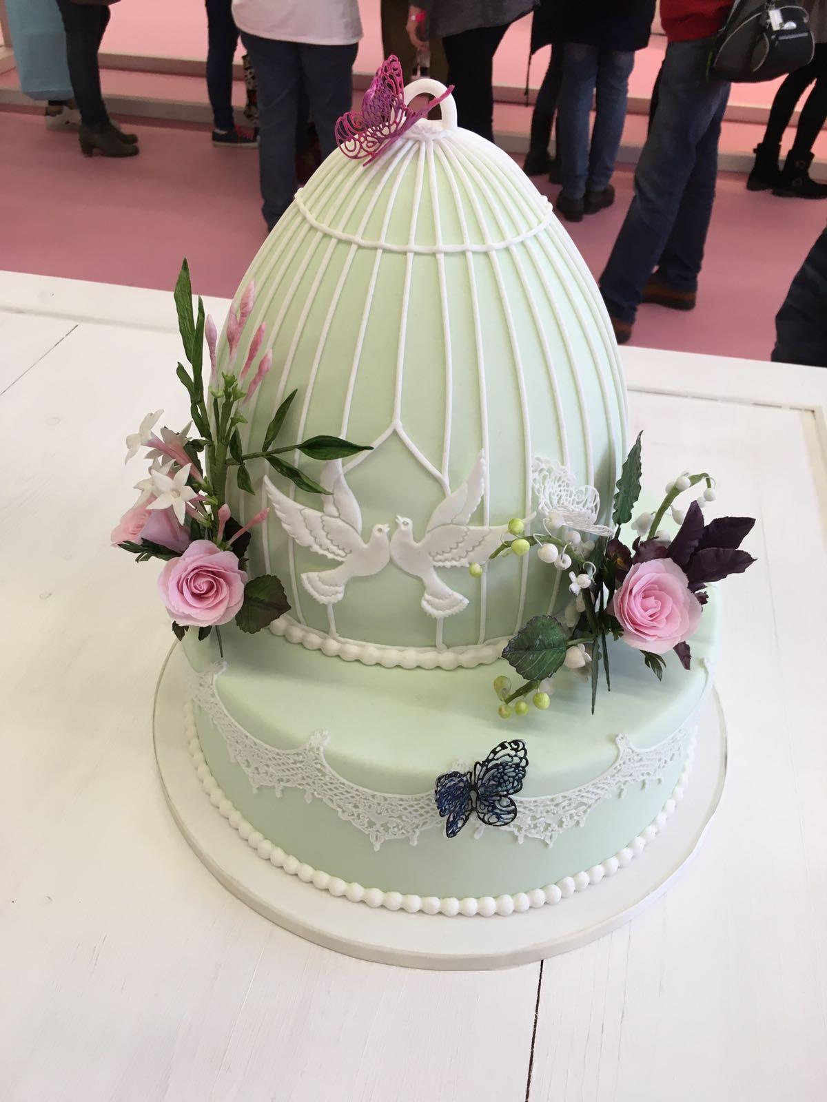 Hochzeitstorte in Pastellgrün